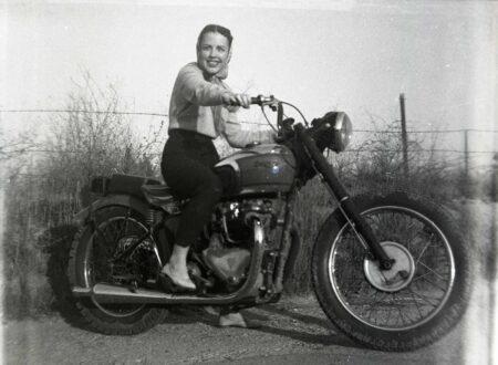 Motorcycle 74.blogspot.com GIRL ON MOTORCYCLE 01jpg1 450x330 - Brunette on a Triumph
