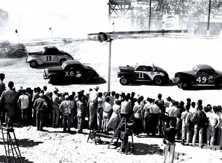 hrdp 1101 15 o+bob dolivio photos 1952 1960+daytona NASCAR race 450x330 - Vintage Crashes - NASCAR Edition