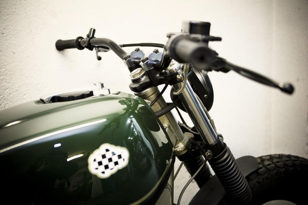 a8i3609seleccionaltas detalle Military Gold by CRD Motorcycles
