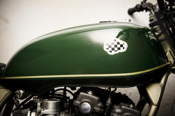 a8i3678seleccionaltas detalle Military Gold by CRD Motorcycles