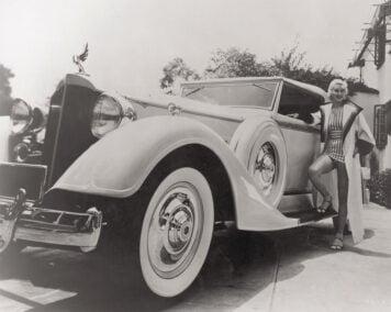 1934_Packard_Super_Eight_Convertible_Victoria