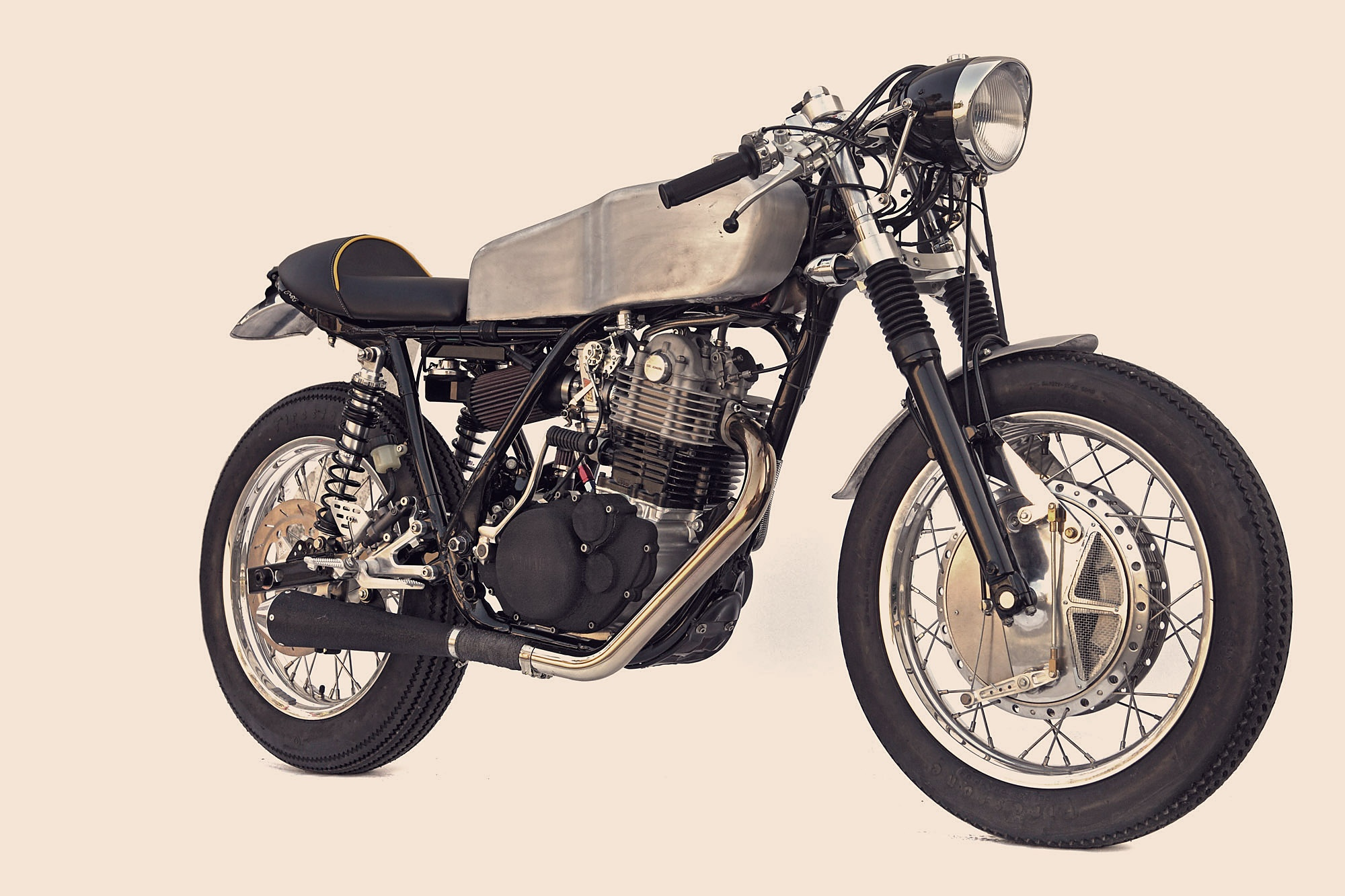 deus ex machina sr500 custom silodrome. Black Bedroom Furniture Sets. Home Design Ideas