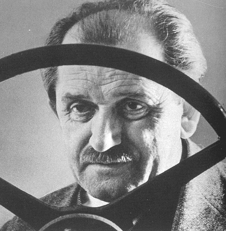 a biography of ferdinand porsche german automobile engineer Ferdinand porsche was born in the village of maffersdorf on september 3, 1875 later renamed leberec when it reverted to czechoslovakia, maffersdorf was at the time part of bohemia, an area heavily settled by german-speaking tradespeople and part of the austro-hungarian empire.