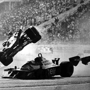 Gilles Villeneuve and Ronnie Peterson Accident - Fuji Speedway 1977