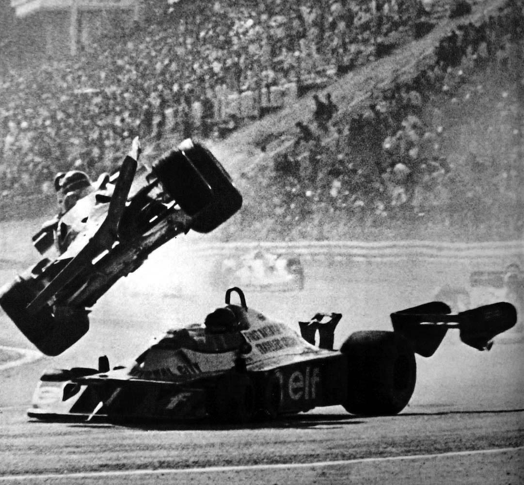1977gillesvilleneuvefer 03 Gilles Villeneuve and Ronnie Peterson Accident   Fuji Speedway 1977