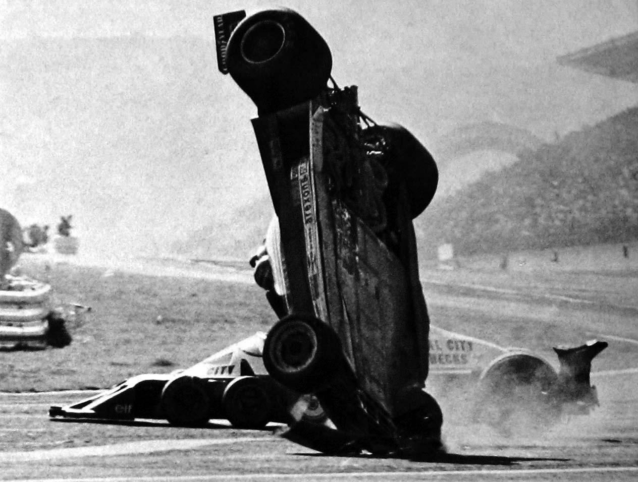 1977gillesvilleneuvefer 05 Gilles Villeneuve and Ronnie Peterson Accident   Fuji Speedway 1977