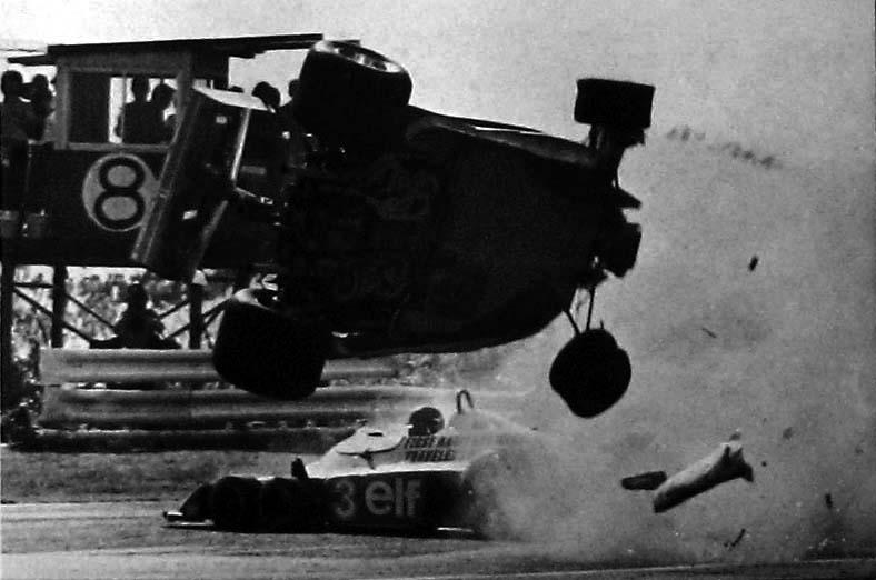 1977gillesvilleneuvefer 07 Gilles Villeneuve and Ronnie Peterson Accident   Fuji Speedway 1977