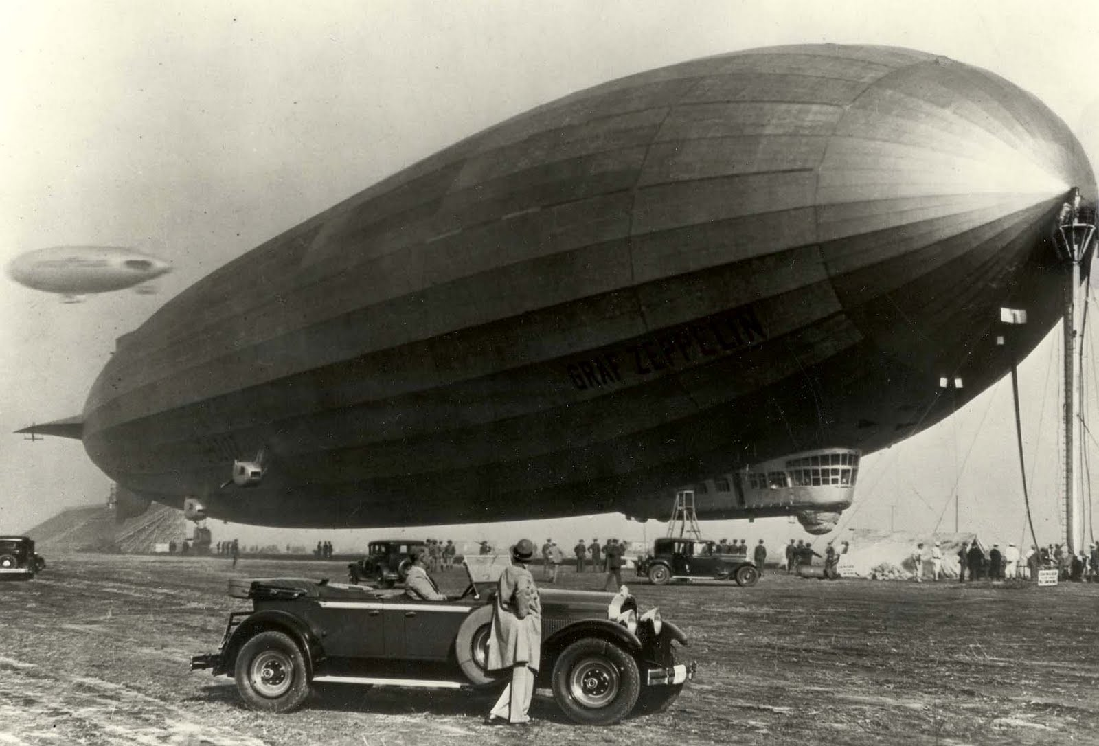 1929 Packard and the Graf Zeppelin