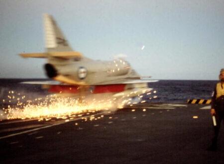 dqof3p 450x330 - Fighter Jet Landing