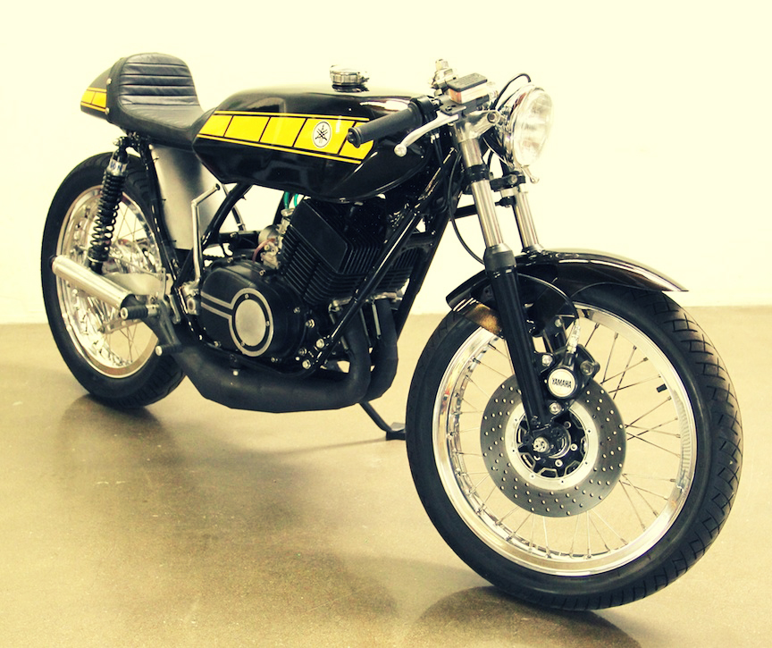 Cafe Racer Motorcycle Yamaha RD400 Cafe Racer