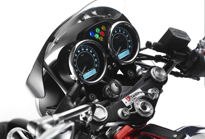 Moto Guzzi V7 Racer 5