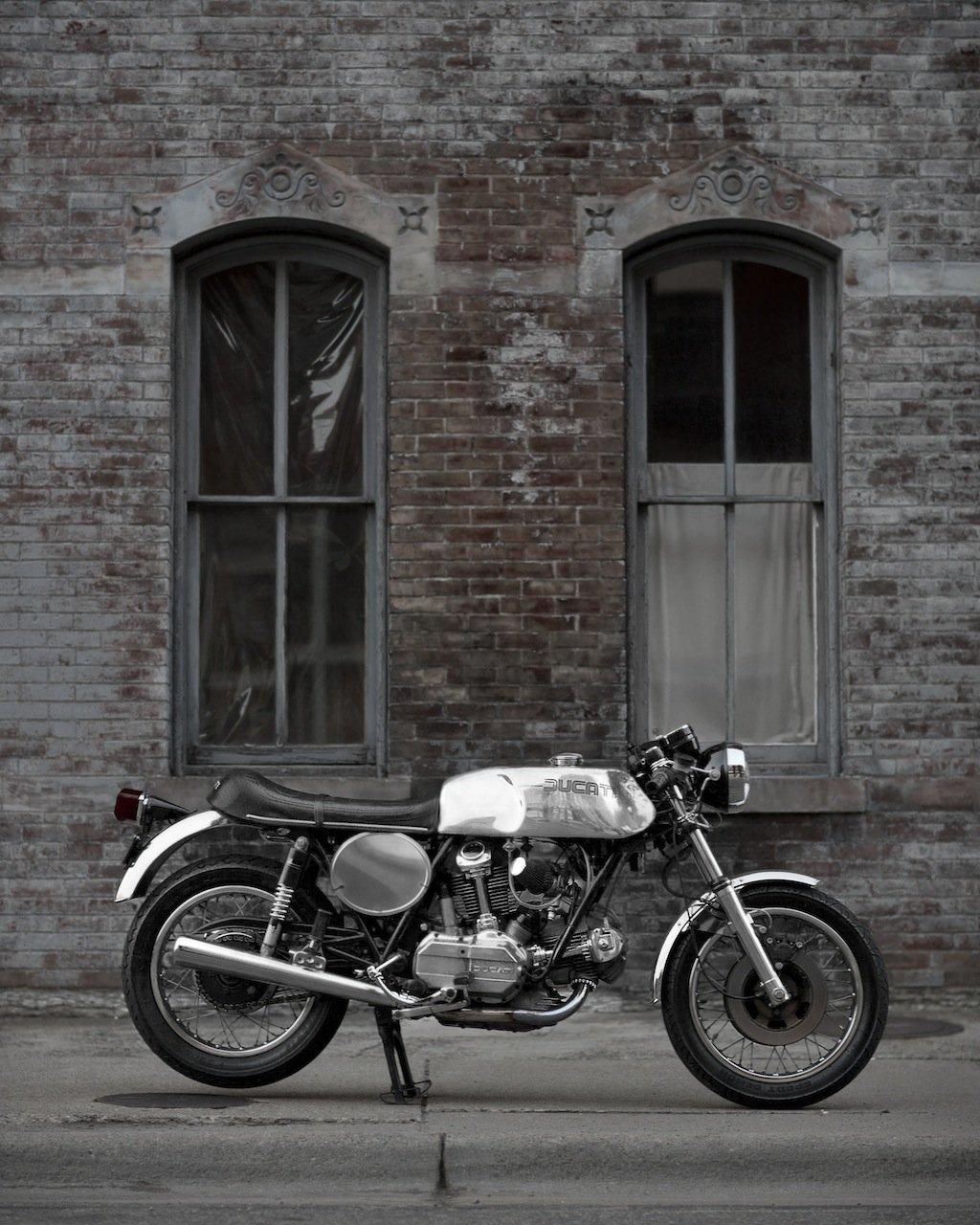 20R9890.2 copia Ducati 900 GTS de Nick Huber