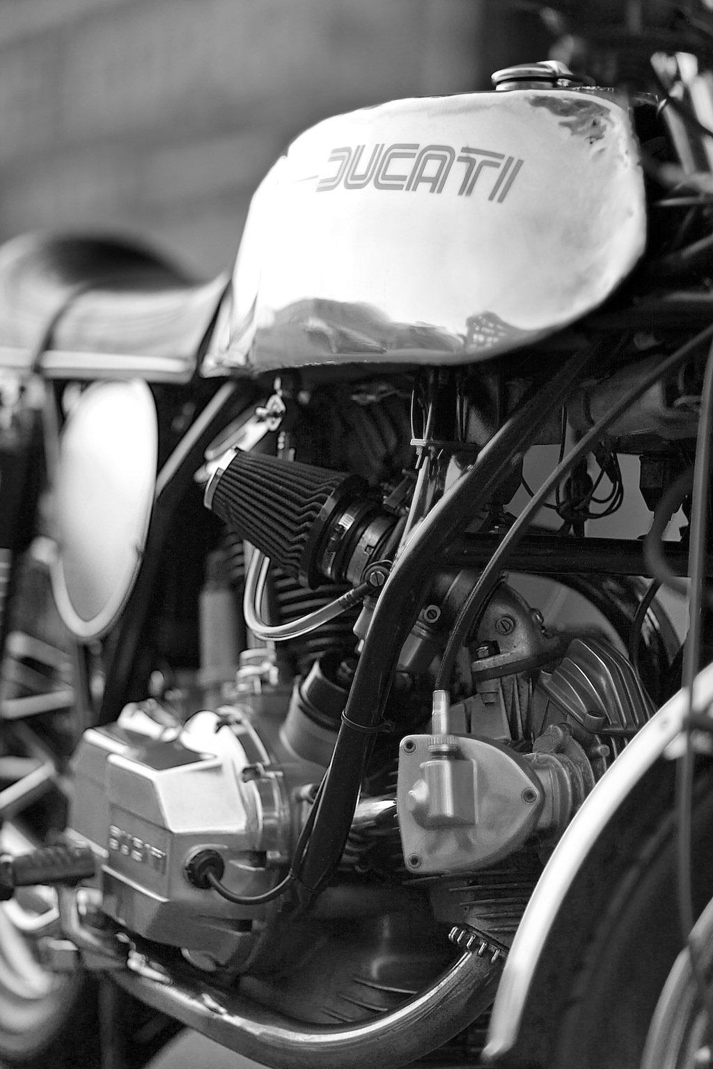 20R9959 copia Ducati 900 GTS de Nick Huber