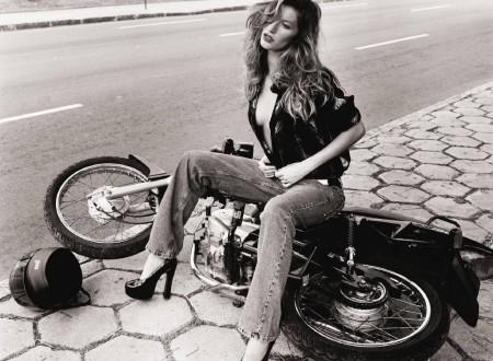 girl on motorbike 450x330 - MotoGiselle