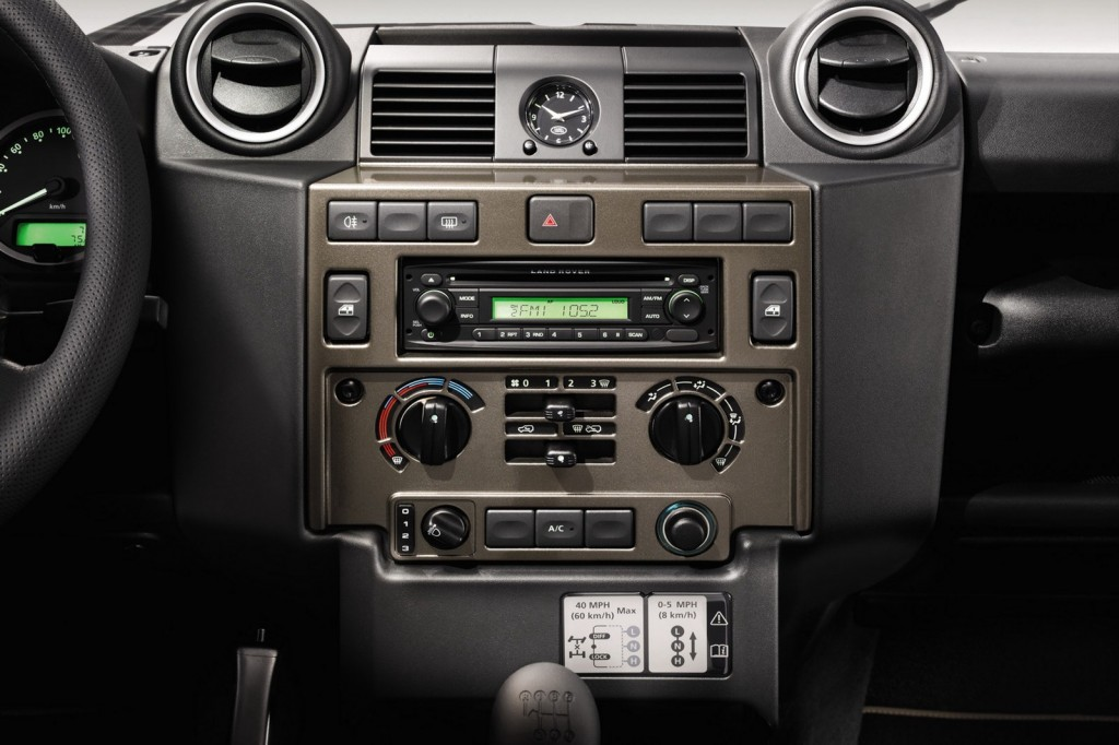 Land Rover Defender XTech 5