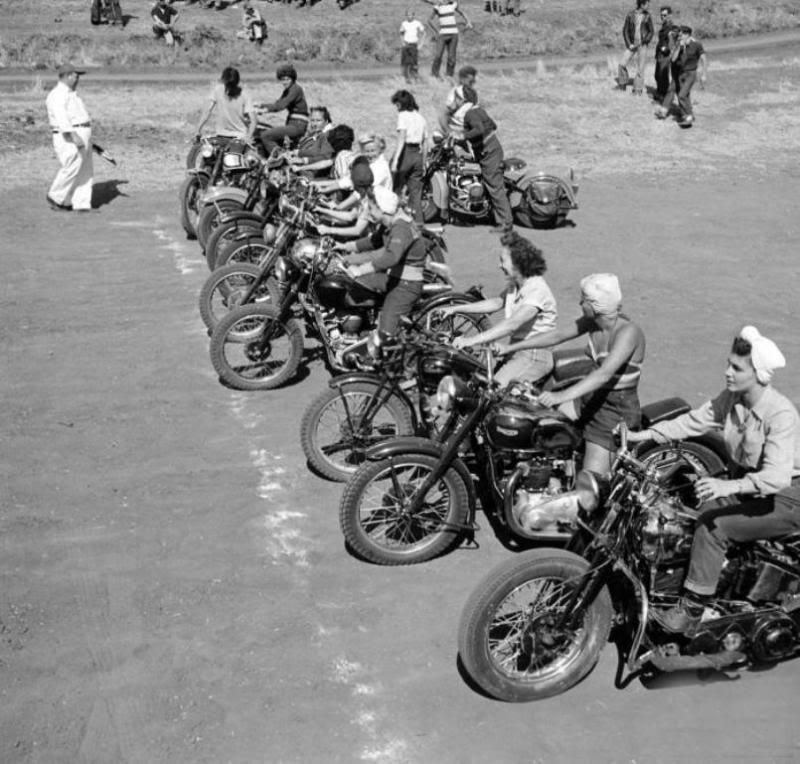 Girls-motorcycle-race