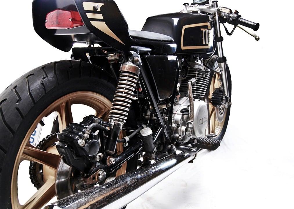 xs400 cafe racer by motohangar. Black Bedroom Furniture Sets. Home Design Ideas