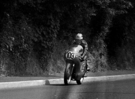 tony jefferies in 1969 820x570 450x330 - Documentary - The 1969 Isle of Man TT