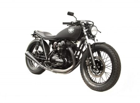 Kawasaki W650 custom 2 450x330 - Le Gicleur Noire by Deus Ex Machina