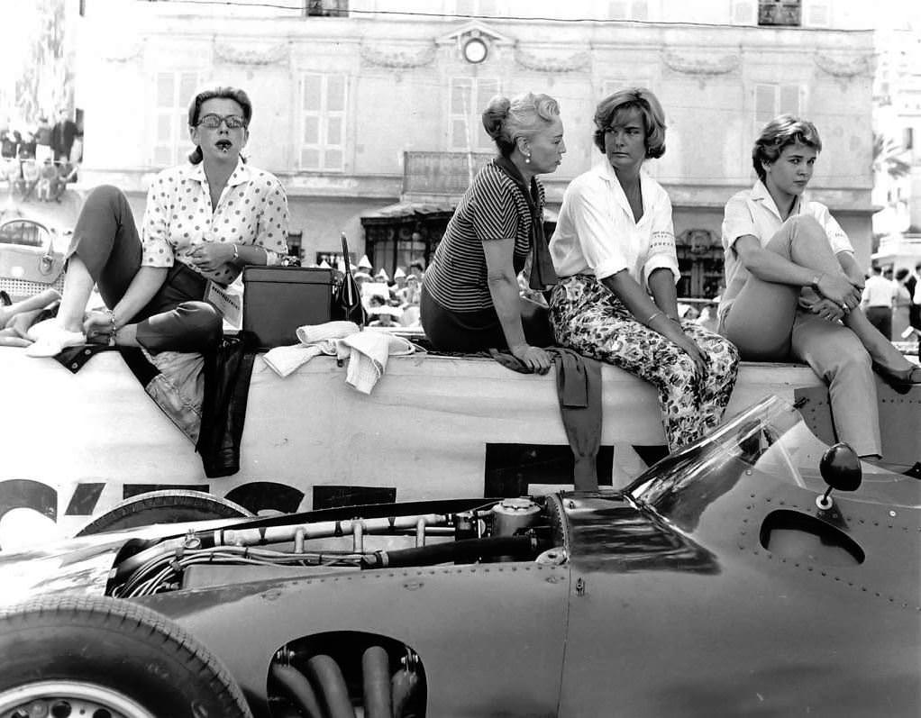 Pit Lane Ladies