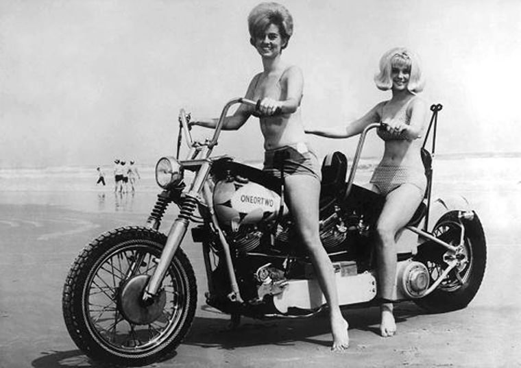 girls motorcycles Bi Seat Blondes