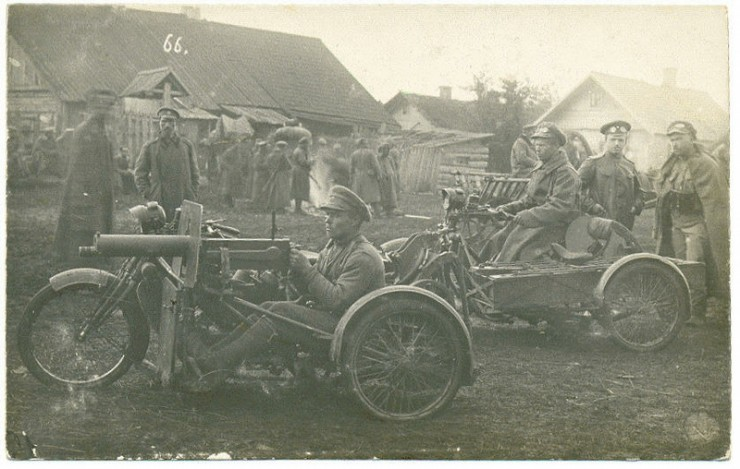 39th Tomsk infantry regiment with their motorcycle-mounted machine guns during WW1, Russia