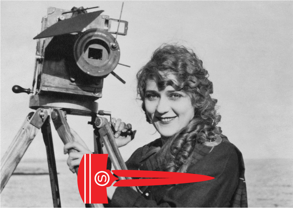Mary_Pickford_with_camera2