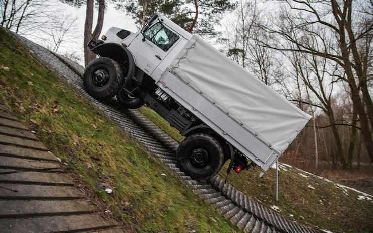 Mercedes-Benz-Unimog-U4000-side