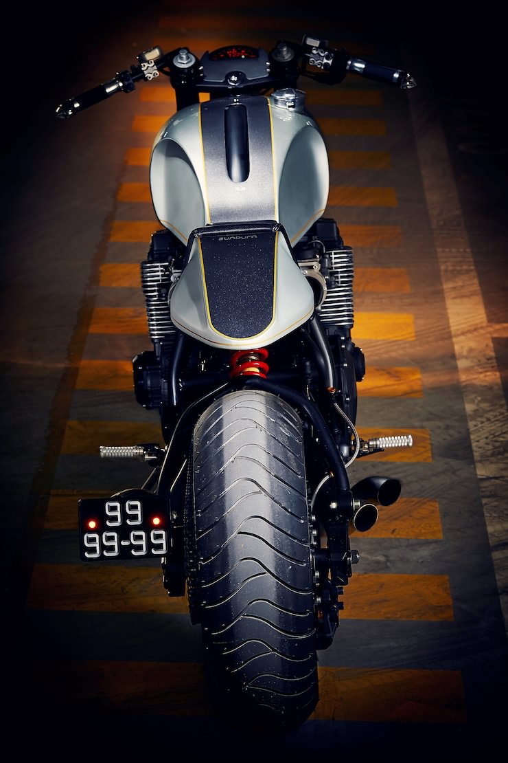 Yamaha XJR 1200 vertical