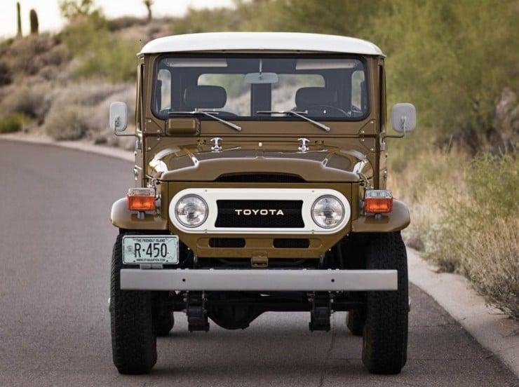 1977 Toyota FJ40 Land Cruiser Front