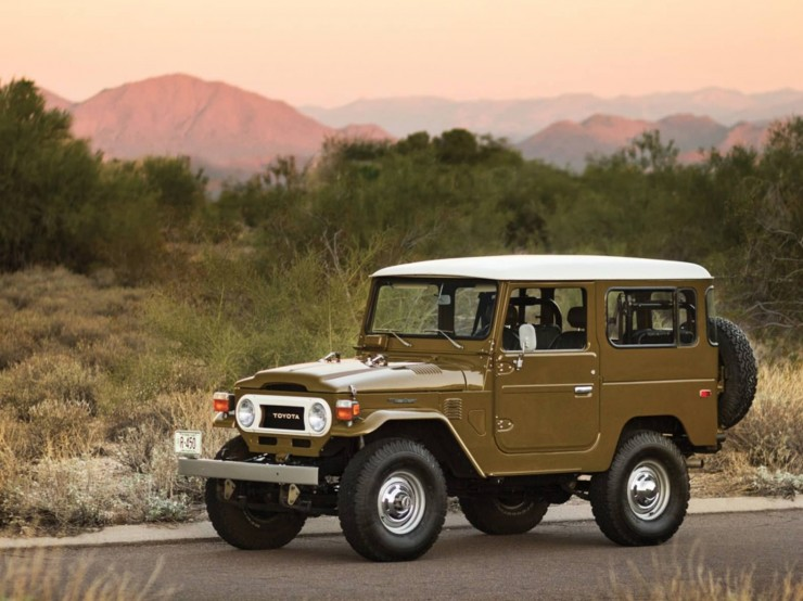 1977 Toyota FJ40 Land Cruiser Front Side