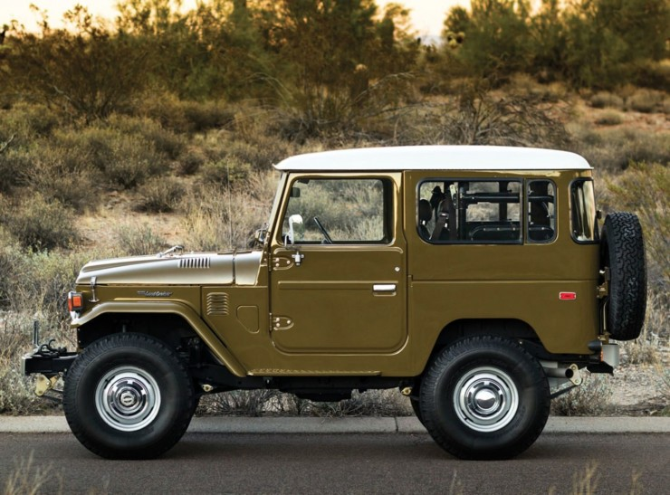 1977 Toyota FJ40 Land Cruiser Side