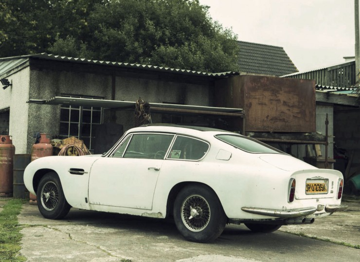 Aston Martin DB6 Back Side