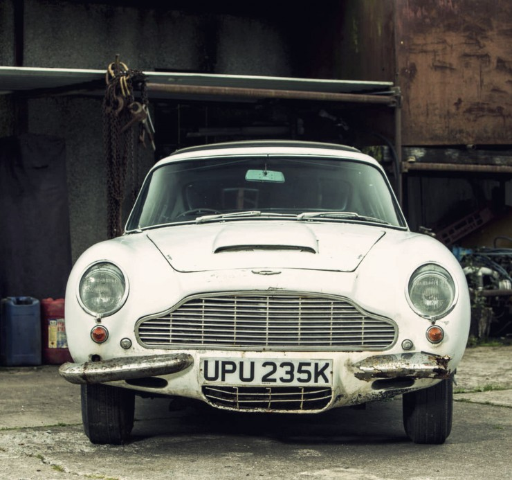 Aston Martin DB6 Front