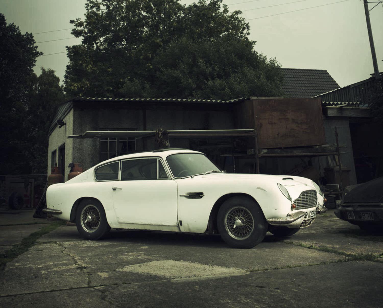Aston Martin DB Barn Find - 1967 aston martin