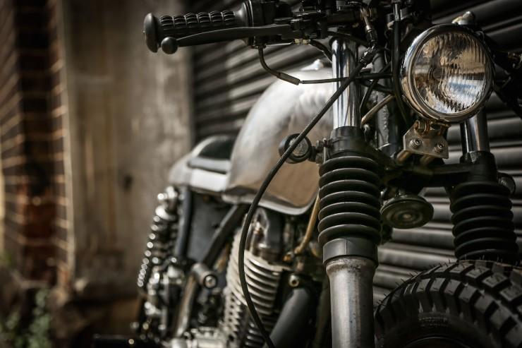 Yamaha SR400 Custom Motorbike 13