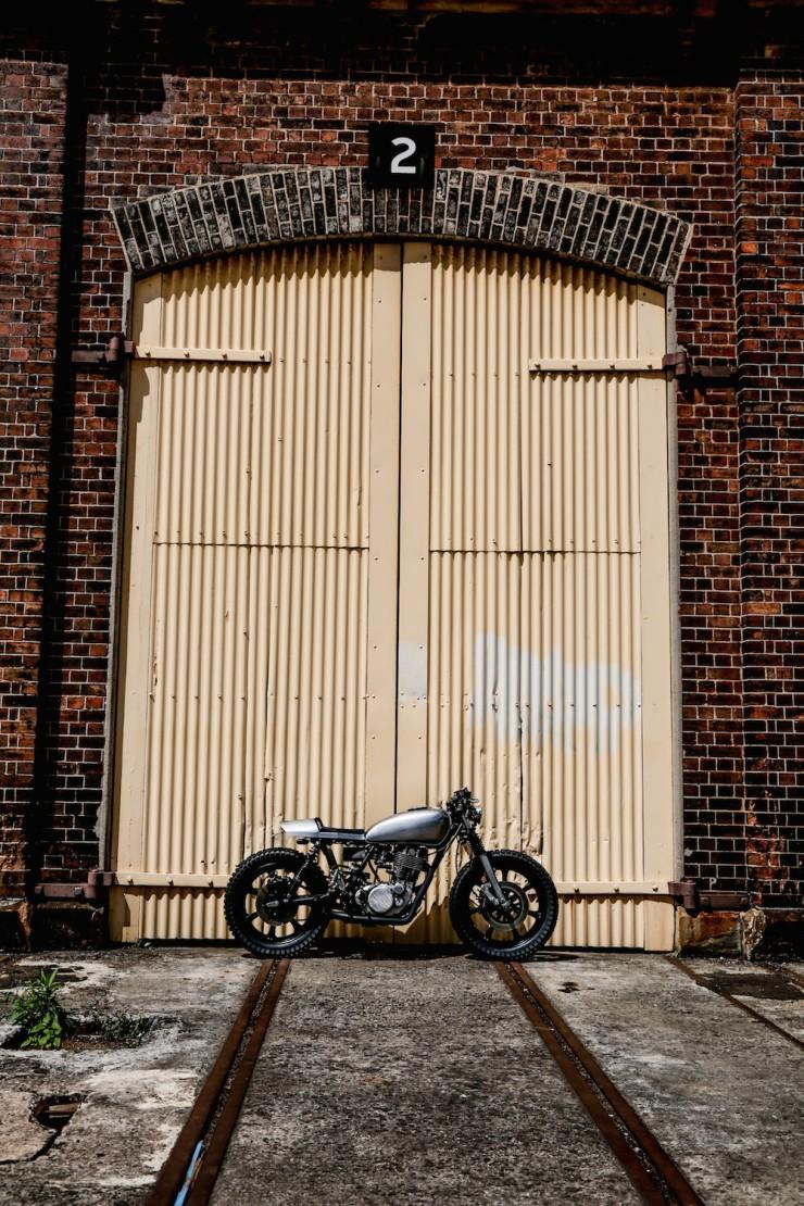 Yamaha SR400 Custom Motorbike 14