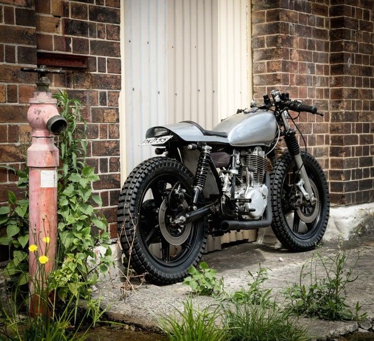 Yamaha SR400 Custom Motorbike 15