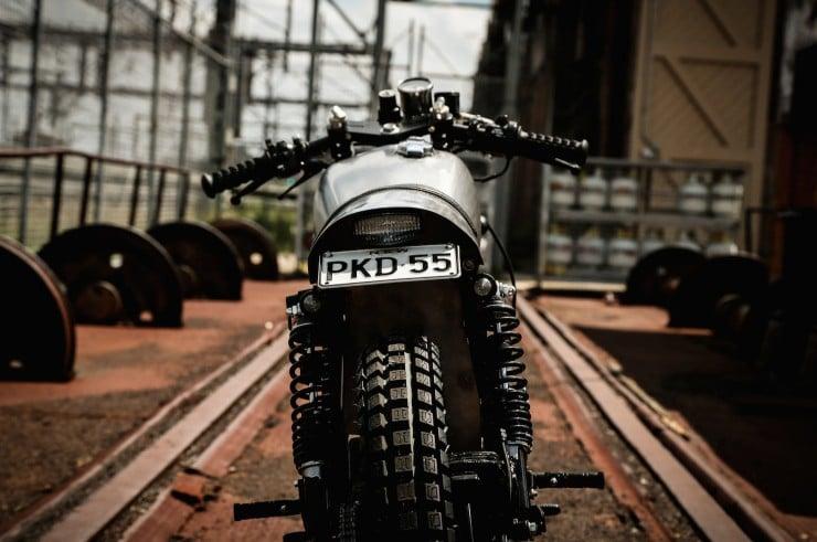 Yamaha SR400 Custom Motorbike 3