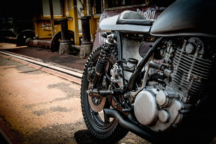 Yamaha SR400 Custom Motorbike 5