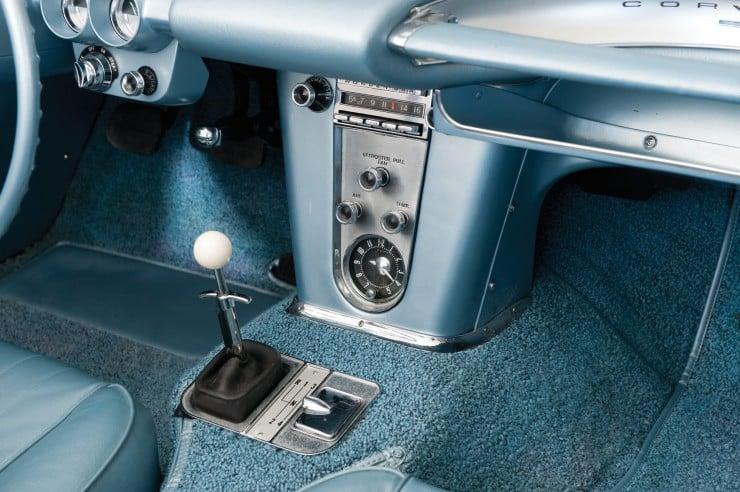 1960 Chevrolet Corvette 10 740x492 1960 Chevrolet Corvette