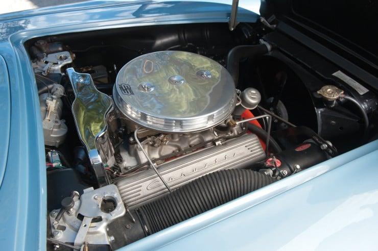 1960 Chevrolet Corvette 14 740x492 1960 Chevrolet Corvette