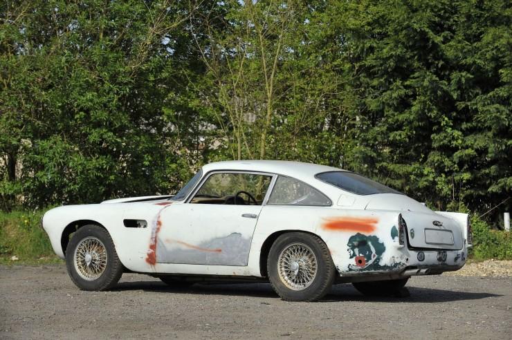 Aston Martin DB4 10