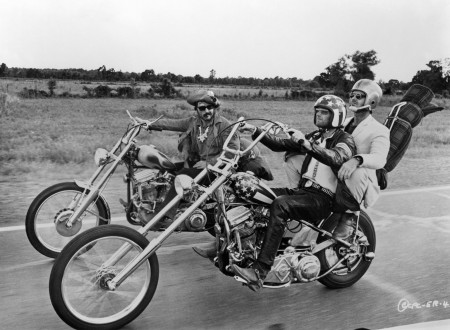 Dennis Hopper Peter Fonda and Jack Nicholson in EASY RIDER 450x330 - Easy Rider - Wallpaper