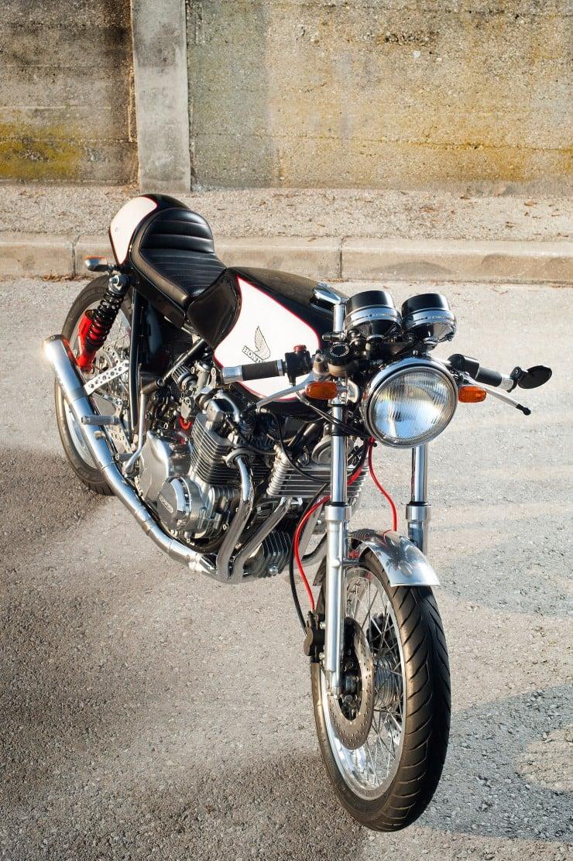 Honda CB550 Cafe Racer 2