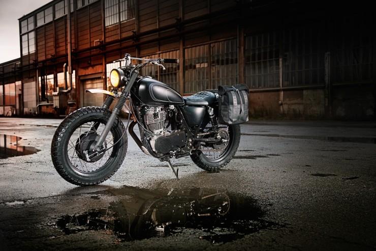 SR400 Custom Motorcycle 2