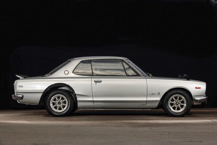 Nissan Skyline Profile