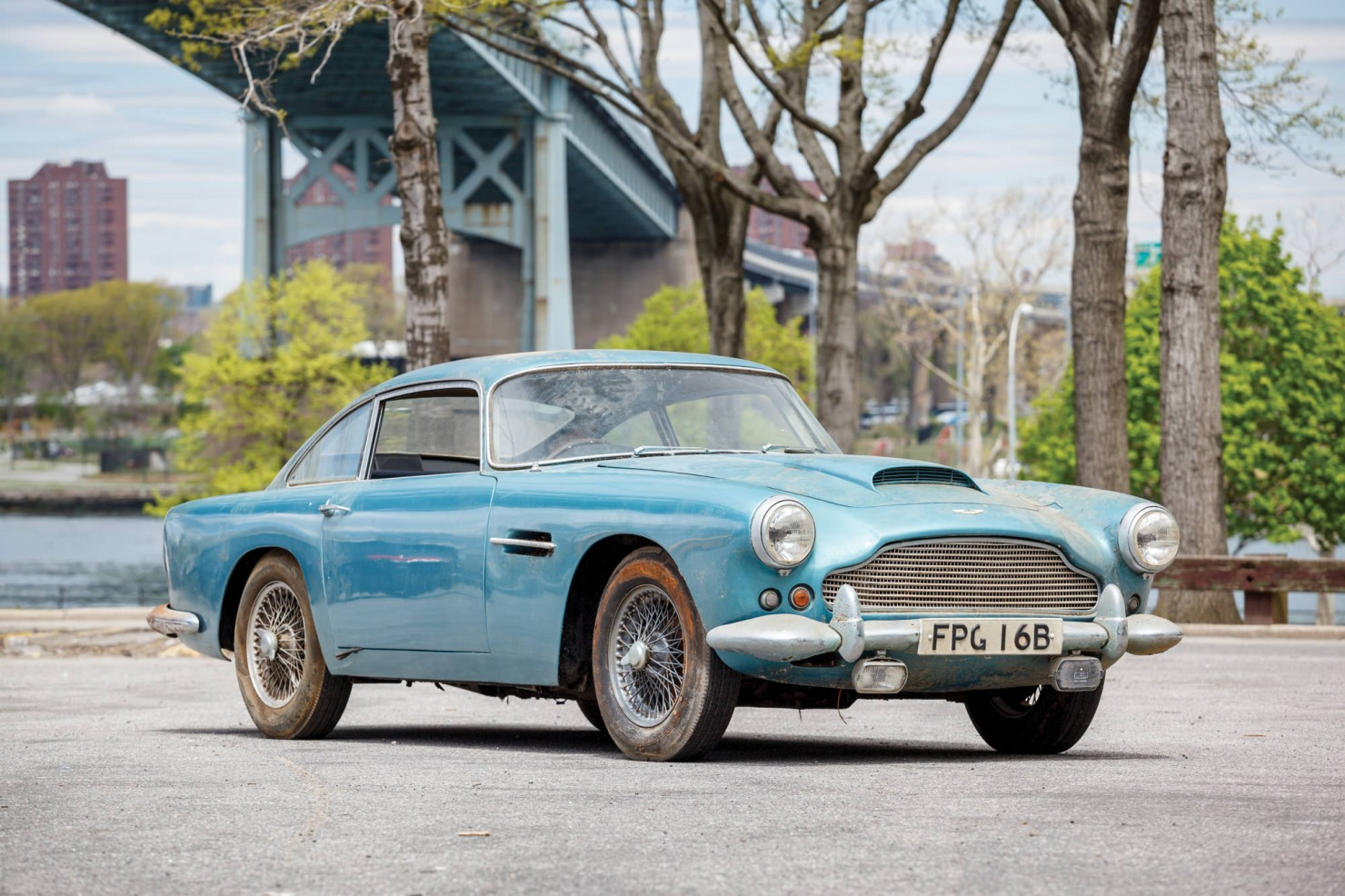 Aston_Martin_DB4_1
