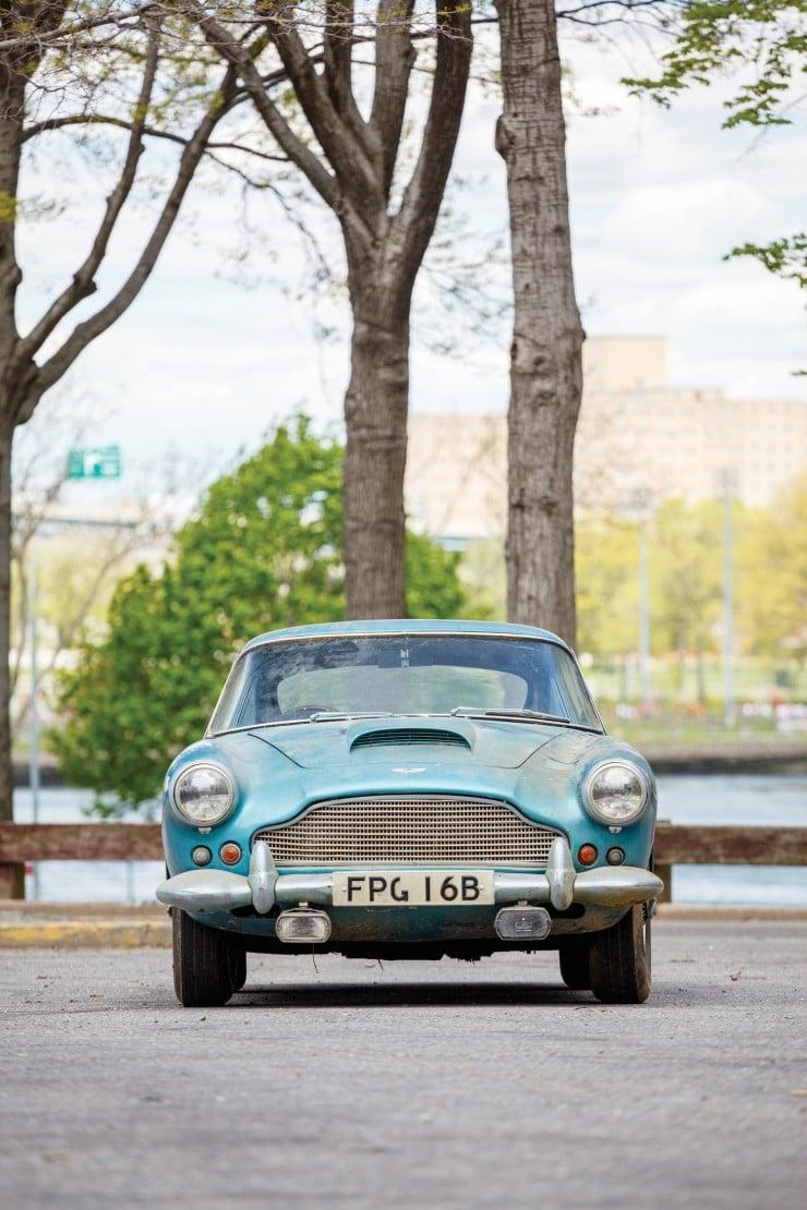 Aston_Martin_DB4_10