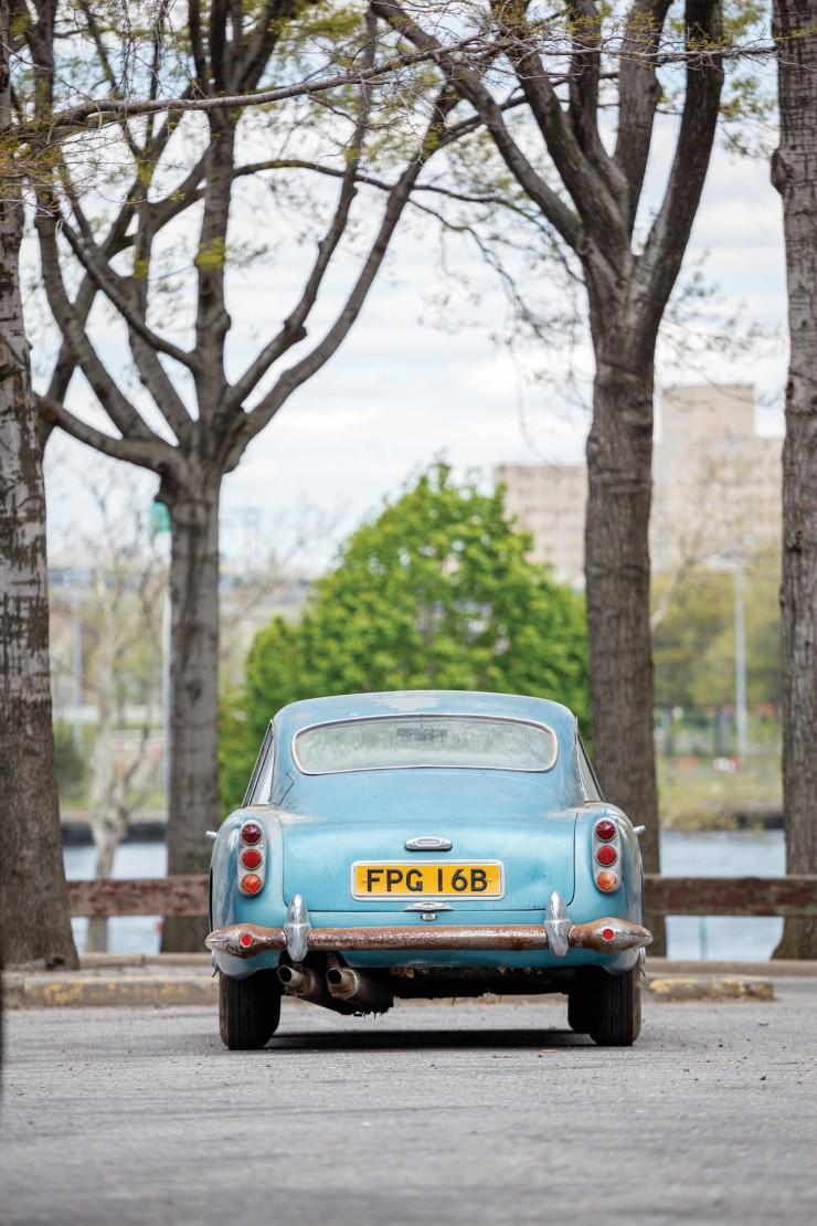 Aston_Martin_DB4_11